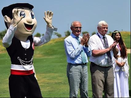 Mayor Yusuf Ziya Yilmaz & Ruhkledev at golf course
